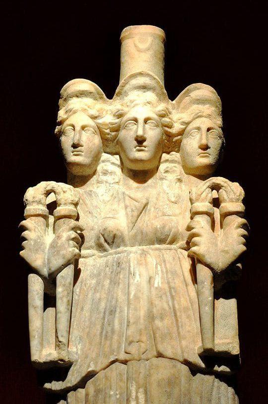 Die Göttin als Dreigestalt, Figur aus Antalia
