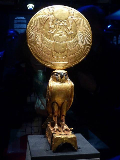 Horus mit Sonnenscheibe