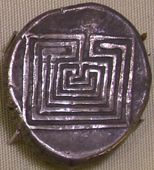 Ein minoisches Labyrinth auf einer kretischen Silbermünze
