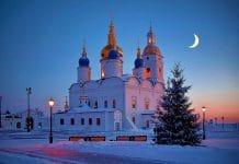 Orthodoxe Christen haben oft farbintensive Gotteshäuser: hier Tobolsk in Sibirien