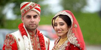 Viele Hochzeitstraditionen sind mit farbenprächtiger Kleidung von Braut und Bräutigam verbunden - hier ein asiatisch muslimisches Paar.