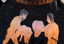 Deianeira gibt Herakles das Nessoshemd