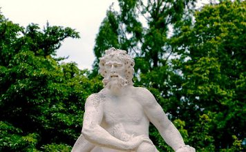 Kronos zur Herrscherzeit der Titanen - fünf seiner Kinder verschlang er, nur das Jüngste - Zeus - nicht.