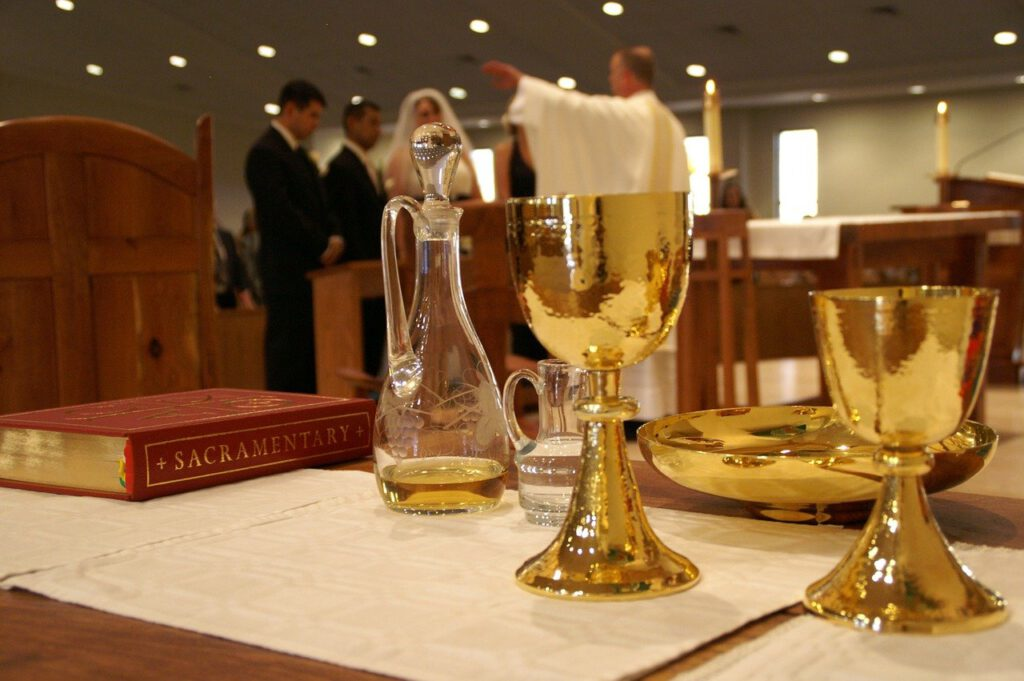 Die heiligen Sakramente - typisch für eine römisch-katholische Hochzeit von Christen.