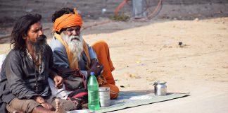 Sadhus in der heiligen Stadt_am_Ganges