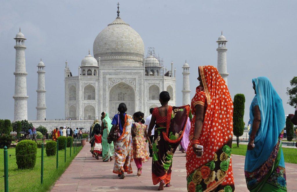 Gibt es ein Leben nach dem Tod? In Indien sieht man das anders als in Deutschland.